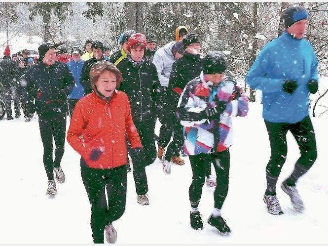 Im Schneetreiben machten sich die Läuferinnen und Läufer heute morgen auf den Weg. ▪