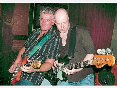 Rob Tognoni entlockte seiner Gitarre unfassbare Töne, begleitet vom irren Slapping des Bassisten Frank Lennartz. ▪ Koll
