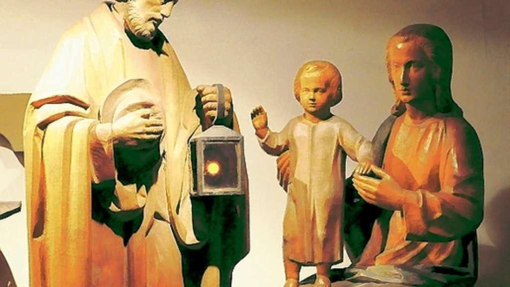 Das Jesuskind steht auf dem Schoß der Mutter Maria und erwartet den Besuch der Heiligen Drei Könige. ▪