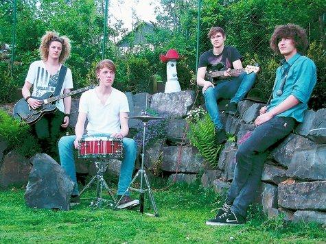 Die Band The Jack Pints: Wolf Luca Zimmermann (17, zweite Gitarre und Vocals), Robert Schulte (17 Jahre, Drums), Jamie Kerkenberg (19, Bass und Vocals), Rémy Bournizel (19 Jahre, Gitarre und Vocals).