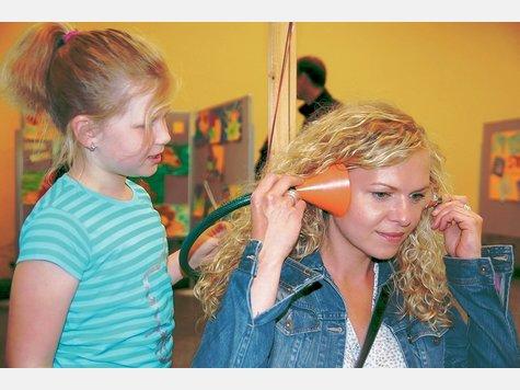 An der Grundschule spielerisch Physik gelernt. Die Mini-Phänomenta kommt am Breitenhagen auch bei Eltern gut an.