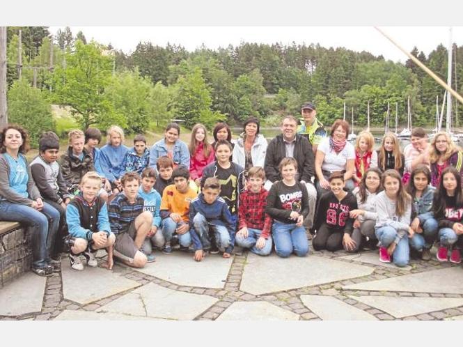Die Klasse 6a der Sekundarschule hat ein erlebnispädagogisches Wochenende am Sorpesee verbracht. Ein Grillabend und Teamspiele, Kanufahren und Floßbau, aber auch Gespräche über Sexualität und Drogen standen dabei auf dem Programm. Foto: Kolossa