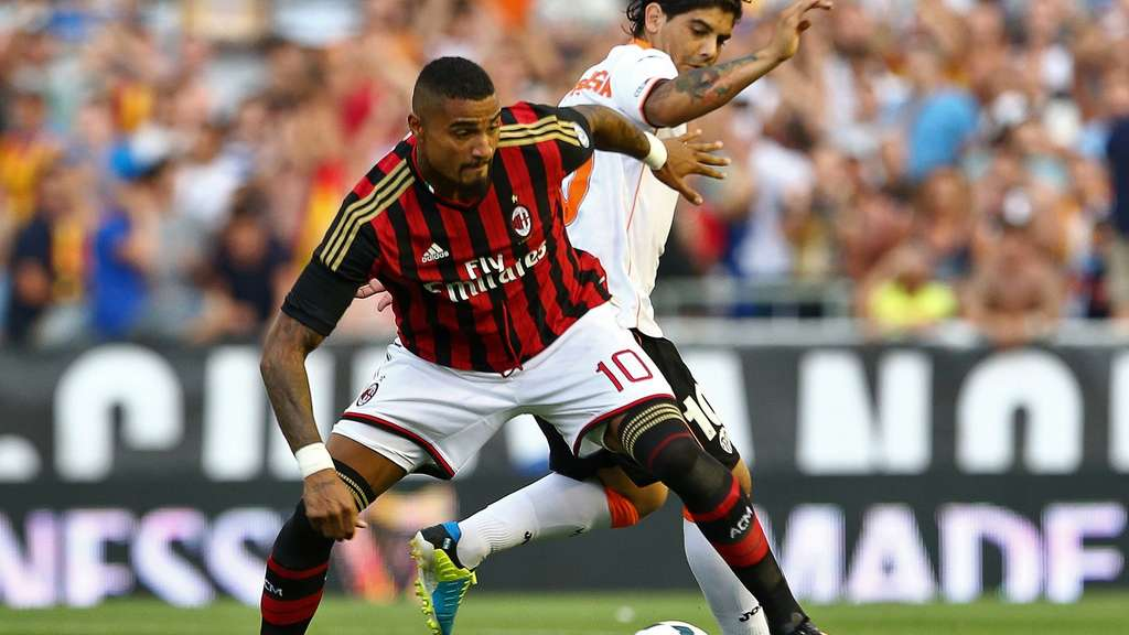 AC Milan&#39s Ghanaian midfielder Kevin-Prince Boateng (L) vies for the ball with Valencia&#39s Argentinian midfielder Ever Banega during the Guinness International Champions Cup football match Valencia CF vs Milan at the Mestalla stadium in Valencia on July 27, 2013. AFP PHOTO/ JOSE JORDAN