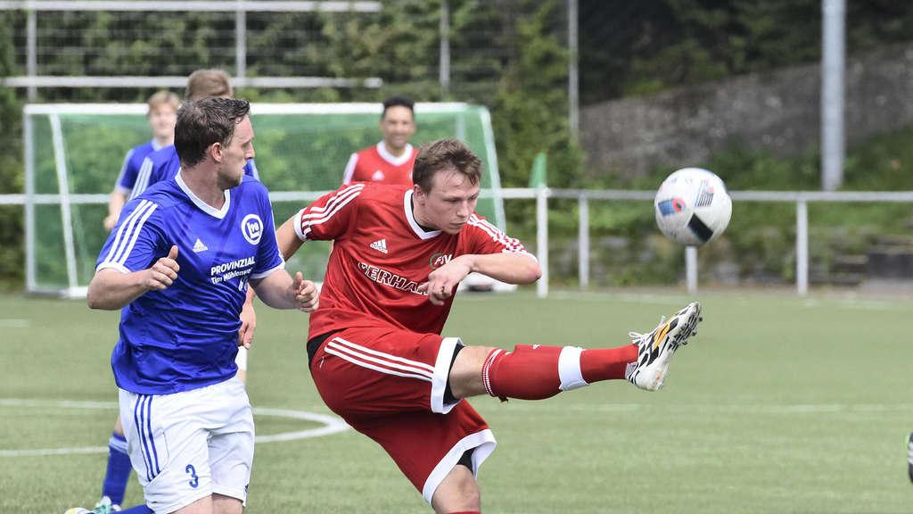 FSV-Neuzugang Steffen Hegemann (rechts) hinterließ in der Innenverteidigung einen guten Eindruck.