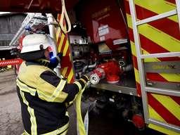Feuerwehr löscht brennendes Futter in Silo