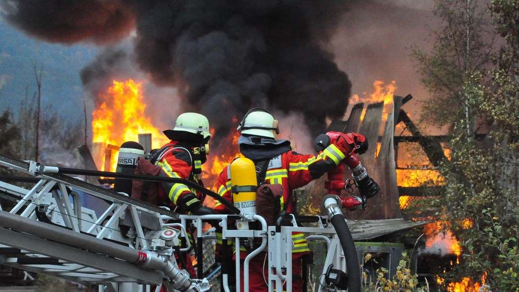 28.10.2016 ABC-Messtrupp der Feuerwehr Halver; Großbrand Werdohl