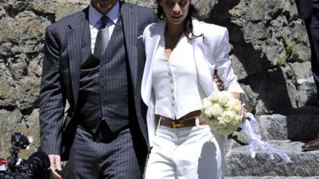 Die Braut trug einen cremefarbenen Hosenanzug
