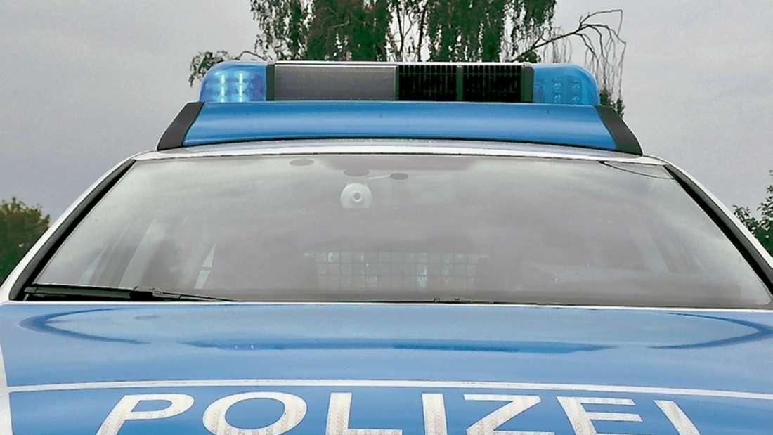 Die Polizei sucht einen jungen Mann, der am Mittwochmittag die Total-Tankstelle an der Altenaer Straße überfallen hat.