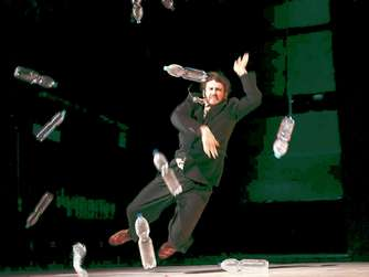 "Julio César Iglesias Ungos Choreografie ""Out of Body"""