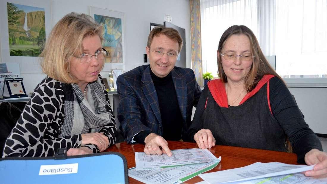 Wallmann, Meurer und Büchmann (von links) haben sich intensiv mit der Problematik Schülerverkehr beschäftigt.