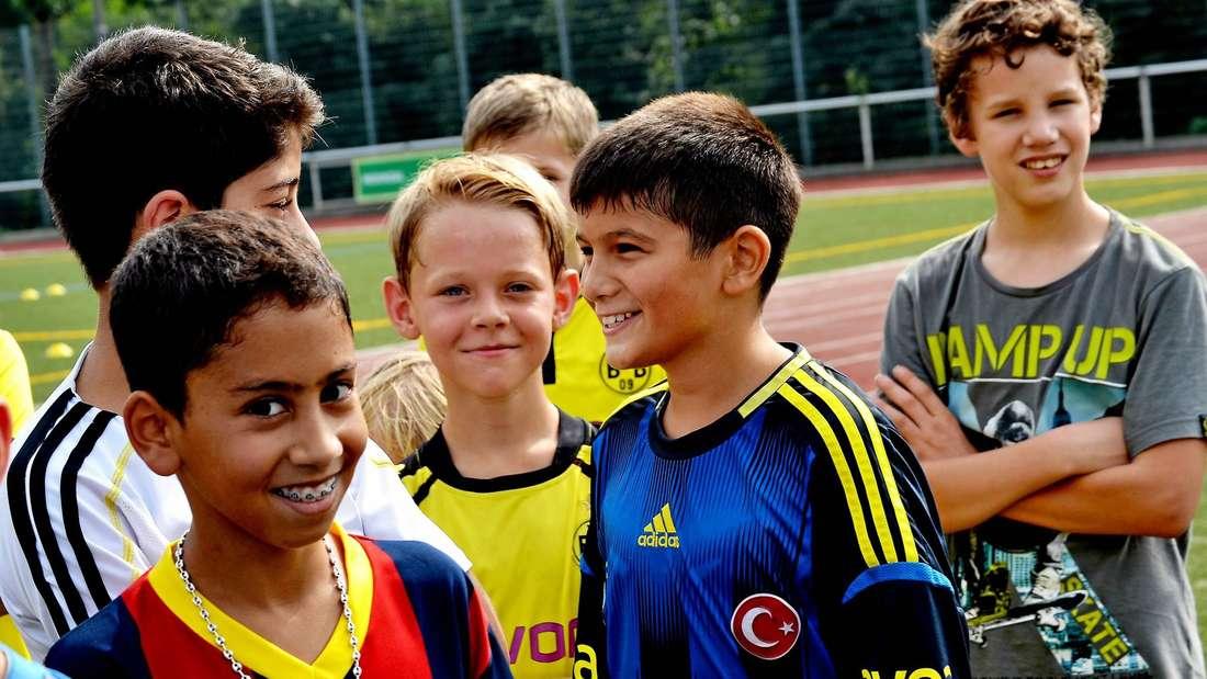 Die Teilnehmer kamen nicht nur im BVB-Trikot, aber eine Vorliebe für Schwarz-Gelb war natürlich auch keine Voraussetzung für eine Teilnahme am Fußballnachmittag. Foto: Hornemann
