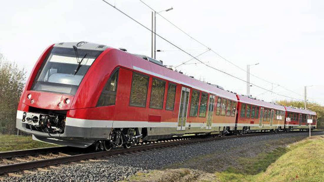 Ab dem heutigen Montag sind auf der Regionalbahnstrecke 25 nur noch die neuen Triebwagen unterwegs. - Foto: Alstom
