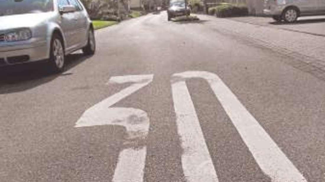 Auf der Gartenstraße darf nicht schneller als 30 km/h gefahren werden. Autofahrer würden sich oft nicht daran halten, berichten Anwohner.