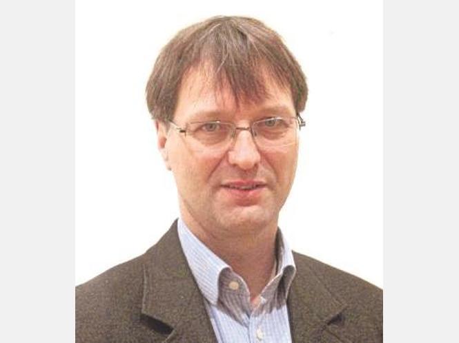 Dr. <b>Dietmar Simon</b> referiert in der Burg Holtzbrinck. - 1651412620-16c18e9b-9d3e-45ce-b86c-b030132b2a87-ki34