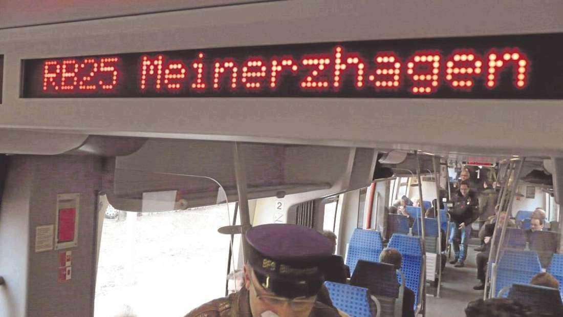 """Antonio Mejias, Teilnetzmanager der DB Regio, bezeichnete die Regionalbahn 25 als """"sehr anspruchsvolle Linie"""". - Archivfoto: Zacharias"""