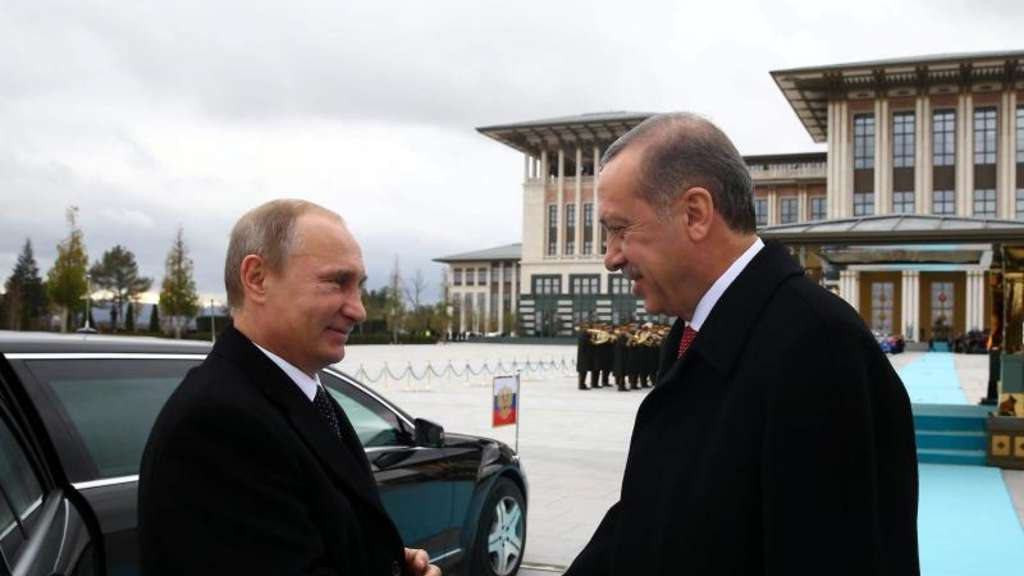 Putin und Erdogan kommen sich näher. Der türkische Präsident will den Handel mit Russland verdreifachen. Moskau verspricht billiges Gas. Foto: epa/Turkish Presidential Press Office