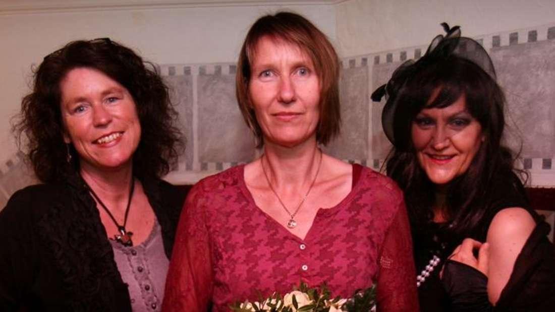 Uta Baumeister, Martina Grünebaum und Maja Vandenwald alias Ulrike Spieckermann (von links) möchten auch in der heimischen Region Wohnzimmerlesungen etablieren.