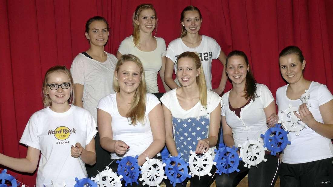 """Die zehn Mädchen der Affelner Tanzgarde haben für die Gäste einen besonderen Auftritt vorbereitet. Auf ihren Wunsch heißt das Motto der Sitzung """"Affeln Ahoi""""."""