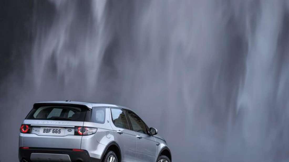 Der Discovery Sport ist auch fürs Abenteuer gut gerüstet: Er hat einen Allradantrieb und das Terrain-Response-System für unterschiedliche Untergründe. Foto: Land Rover