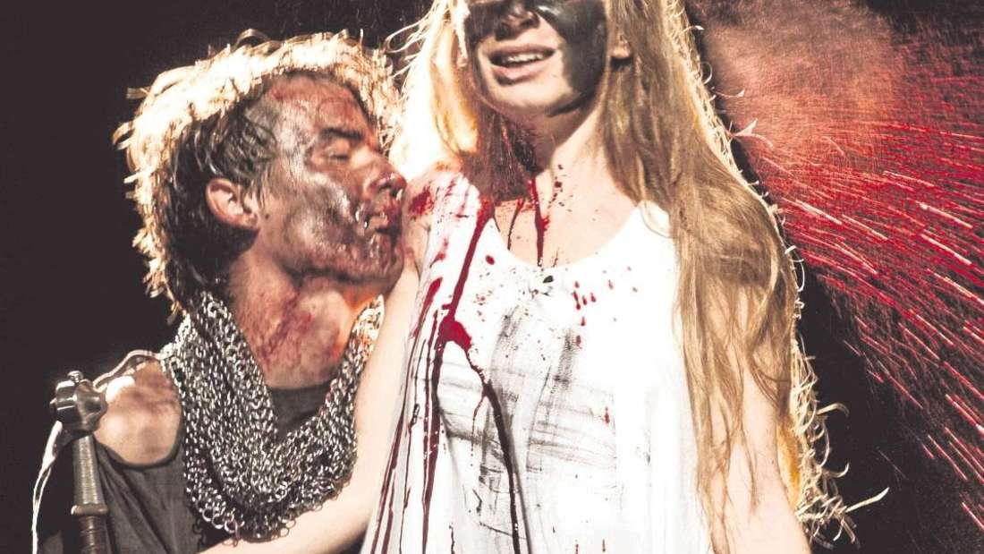 """Wucht und Zärtlichkeit: Schillers """"Die Jungfrau von Orlean"""" ist eine der großen Produktionen in Recklinghausen. Die Titelrolle spielt Kathleen Morgeneyer, hier mit Alexander Khuon."""