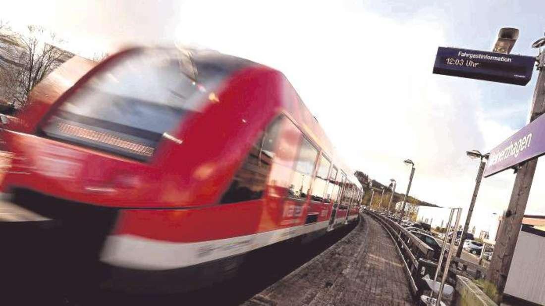 Die Regionalbahn 25 verkehrt im Stundenrhythmus zwischen dem Meinerzhagener Bahnhof und Köln. Ende 2017 soll die Anbindung nach Lüdenscheid-Brügge erfolgen.