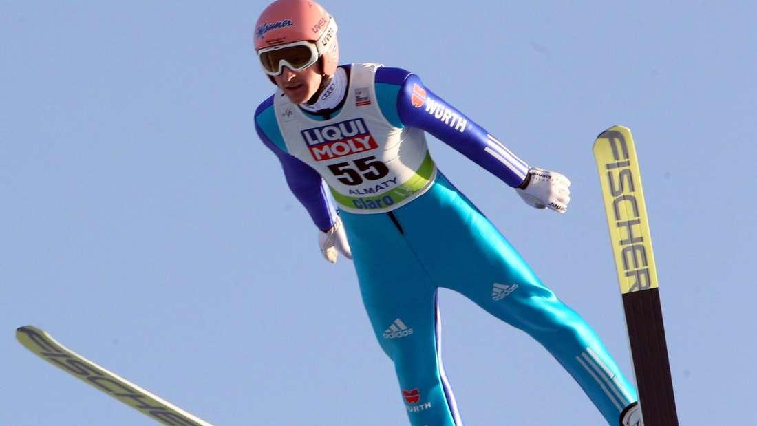 Landet auf dem Podium: Severin Freund springt in Almaty auf Platz drei.