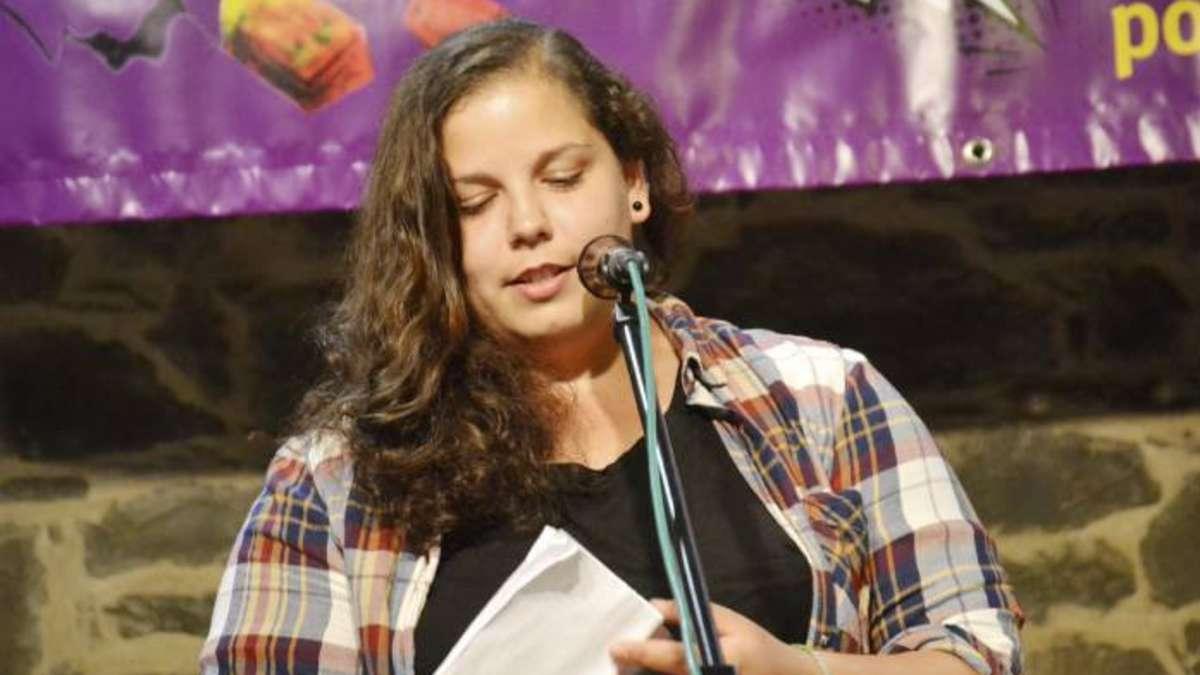 Anna Shakoor gewinnt den achten Poetry Slam : Altena