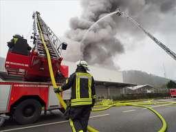 Firma Gerhardi in Dresel brennt