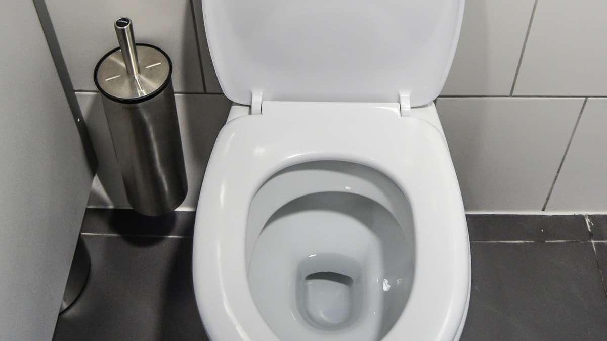 woher kommen schwarze ablagerungen in der toilette und sind sie sch dlich wohnen. Black Bedroom Furniture Sets. Home Design Ideas