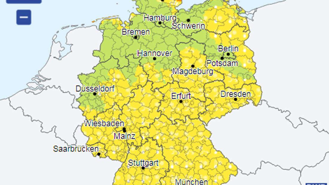 In den gelben Bereichen herrscht am Mittwoch eine amtliche Warnung vor Nebel und Frost.