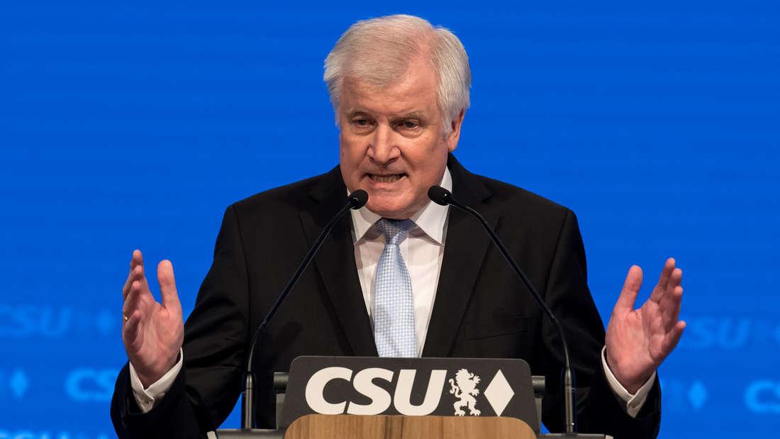 Widerspricht Burn-out-Gerüchten: Horst Seehofer am Samstag auf dem CSU-Parteitag in München.