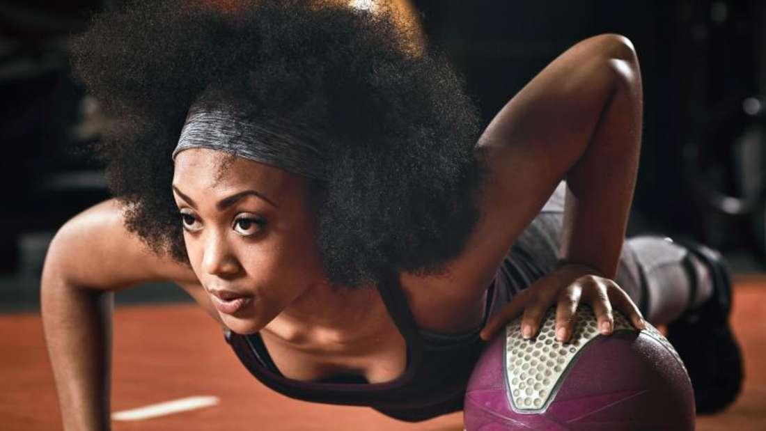 Von Krafttraining in nüchternem Zustand raten Experten ab - der Körper benötigt Energie für das Training. Graham Morris/Fitness First Foto: Graham Morris