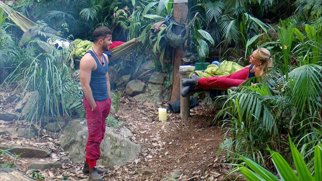 Evelyn und Domenico sind sehr vertraut miteinander. Wird das zum Problem für Freundin Julia?