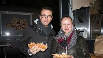 Candlelight-Shopping und Food-Trucks