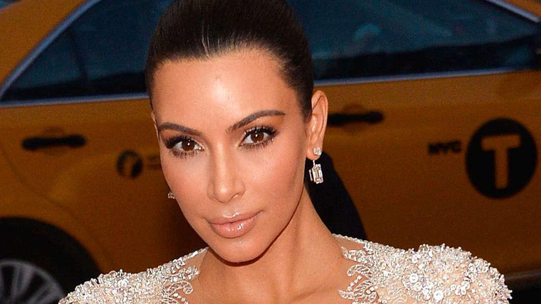 Schon 2016 zeigte sich Kim Kardashian auf einer Gala in einem Kleid, das keinen Raum für Spekulationen mehr ließ.