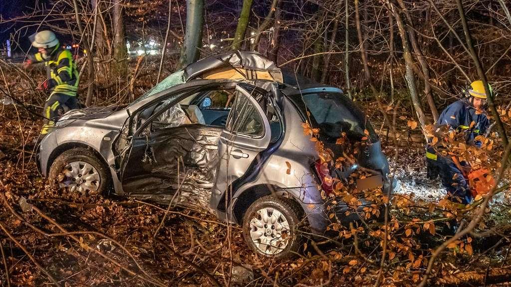 08.12.2018 Tödlicher Verkehrsunfall L528, Löschzug Stadtmitte,DRK,THW