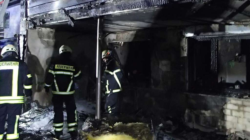 Feuer In Plettenberg Holthausen Frisst Sich Von Der Terrasse Uber