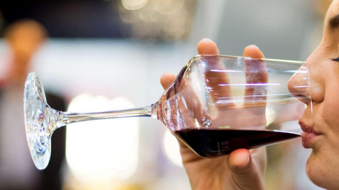 Ein Gläschen Wein muss sein? Nicht, wenn es nach den Studienergebnissen britischer Forscher geht.