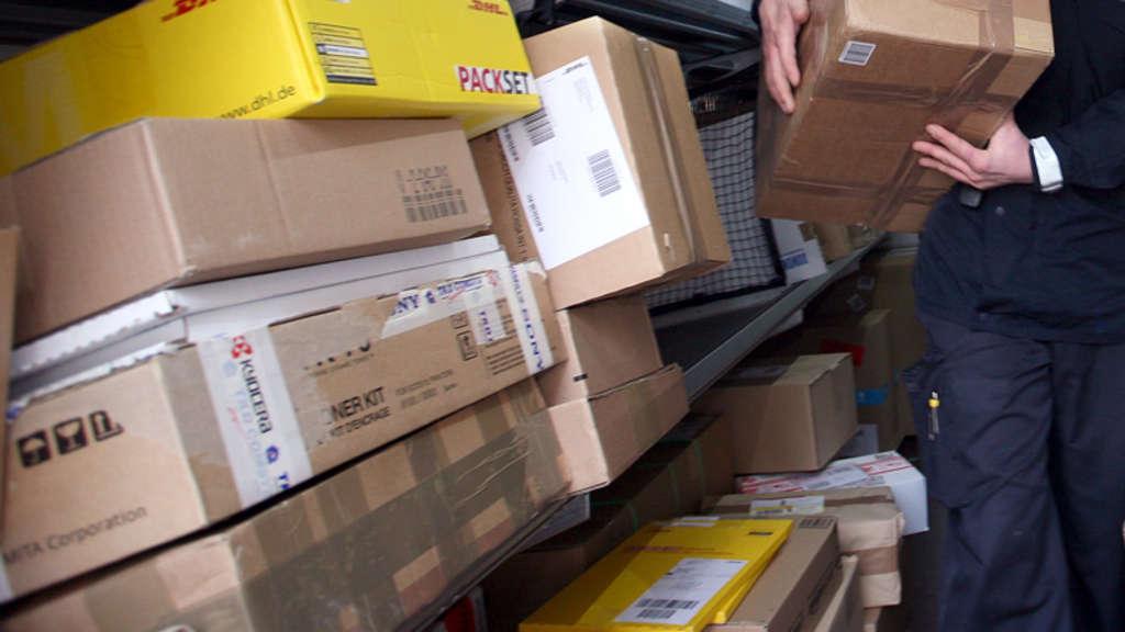Paketzustellung Weihnachten 2019.Dhl Pakete Aus Paket Shop Gestohlen Warum Es Für Die Empfänger