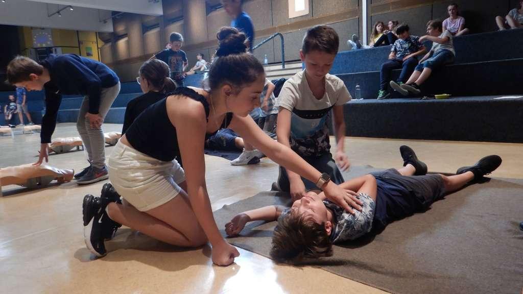 810 Schüler lernen Leben retten - Trauriger Hintergrund (28.06.2019)