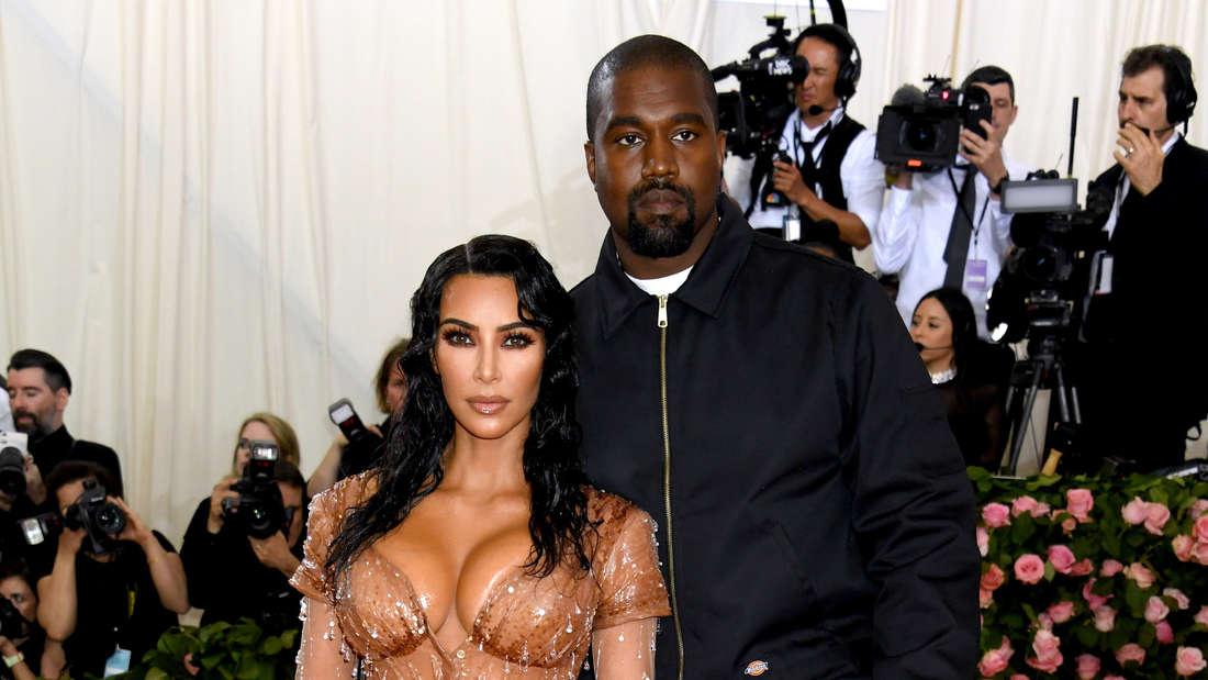 Kim Kardashian ist bekannt für ihre Kurven. Hier posiert sie mit Ehemann Kanye West.