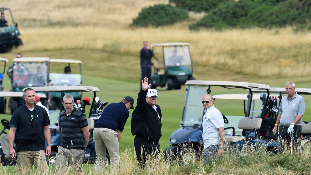 Donald Trump beim Golf spielen in Turnberry.