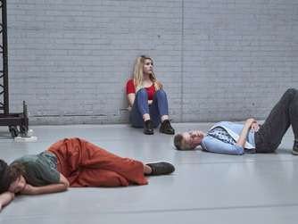 "Die Performance ""Dying Together"" der Regisseurin Lotte van den Berg in Bochum"