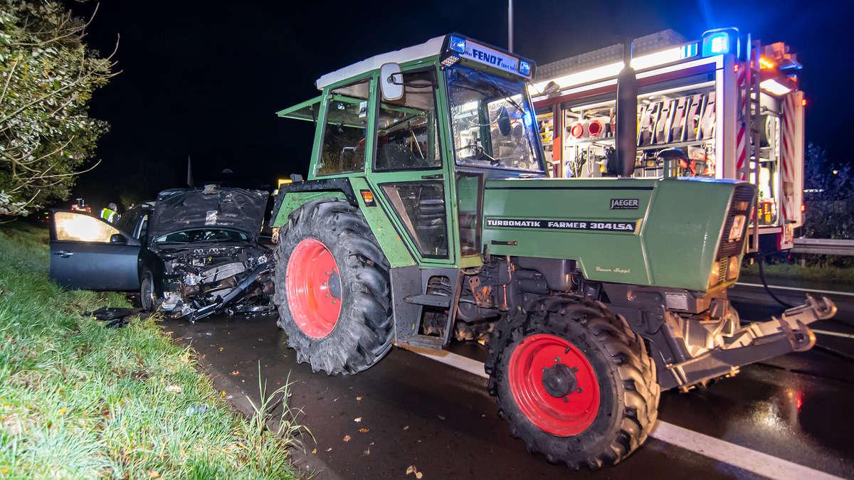 Auto rammt Traktor in Meinerzhagen: Fahrzeug kippt beinahe um - Totalschaden | Meinerzhagen - Meinerzhagener Zeitung