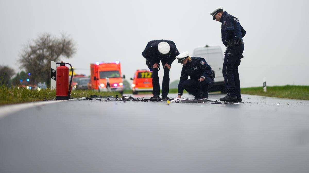 Schwer verletzt: Frau aus Kierspe (36) will Straße überqueren - und wird von Auto angefahren | Kierspe - come-on.de