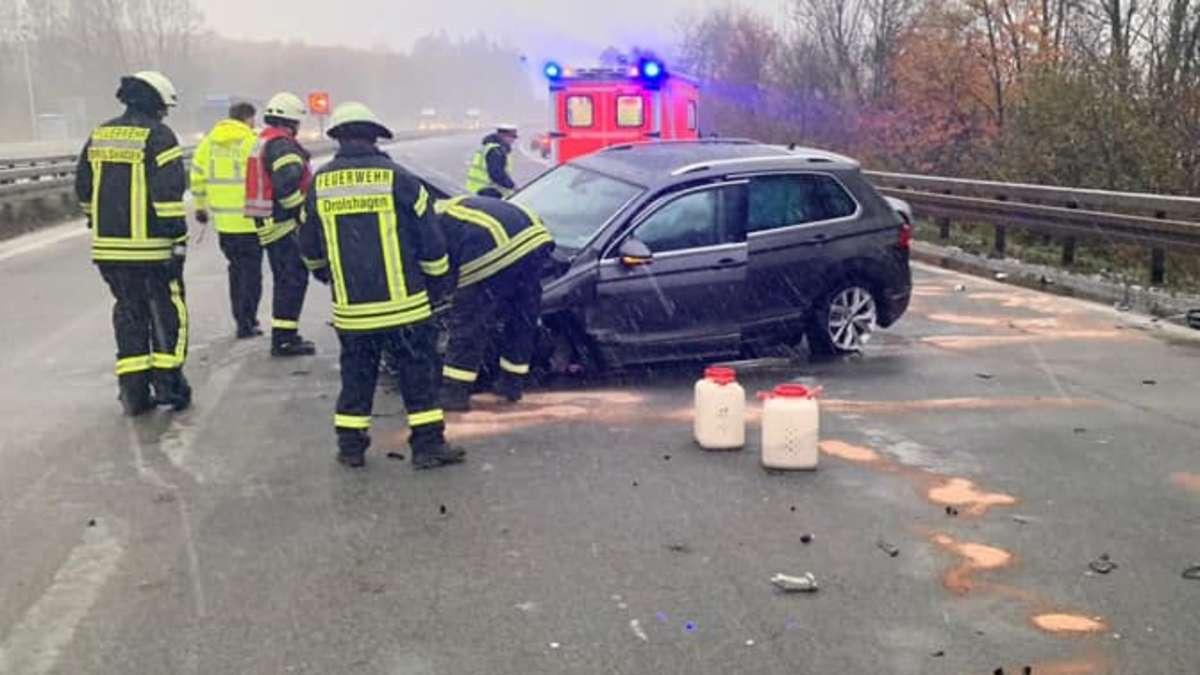 Schneeglatte A45 gesperrt: Auto zwischen Drolshagen und Meinerzhagen in Leitplanke gekracht | Nordrhein-Westfalen - Meinerzhagener Zeitung