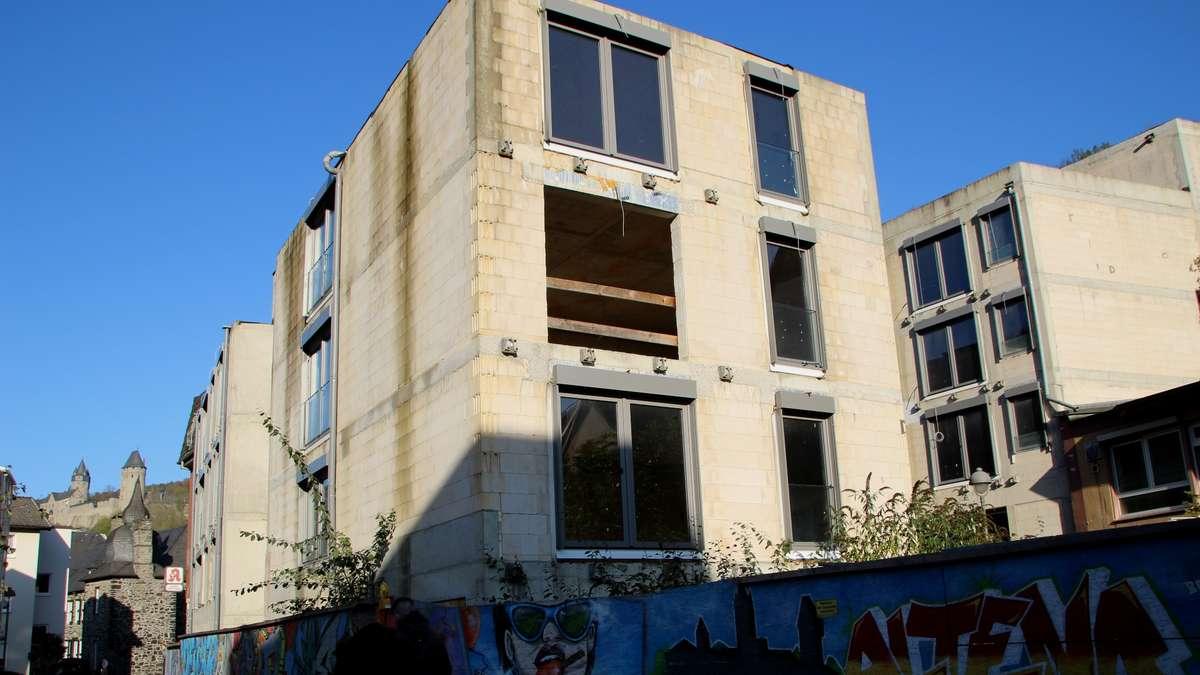 Neubau-Ruine der Fritz-Berg-Stiftung in Altena: Prozess beginnt im Januar   Altena - come-on.de