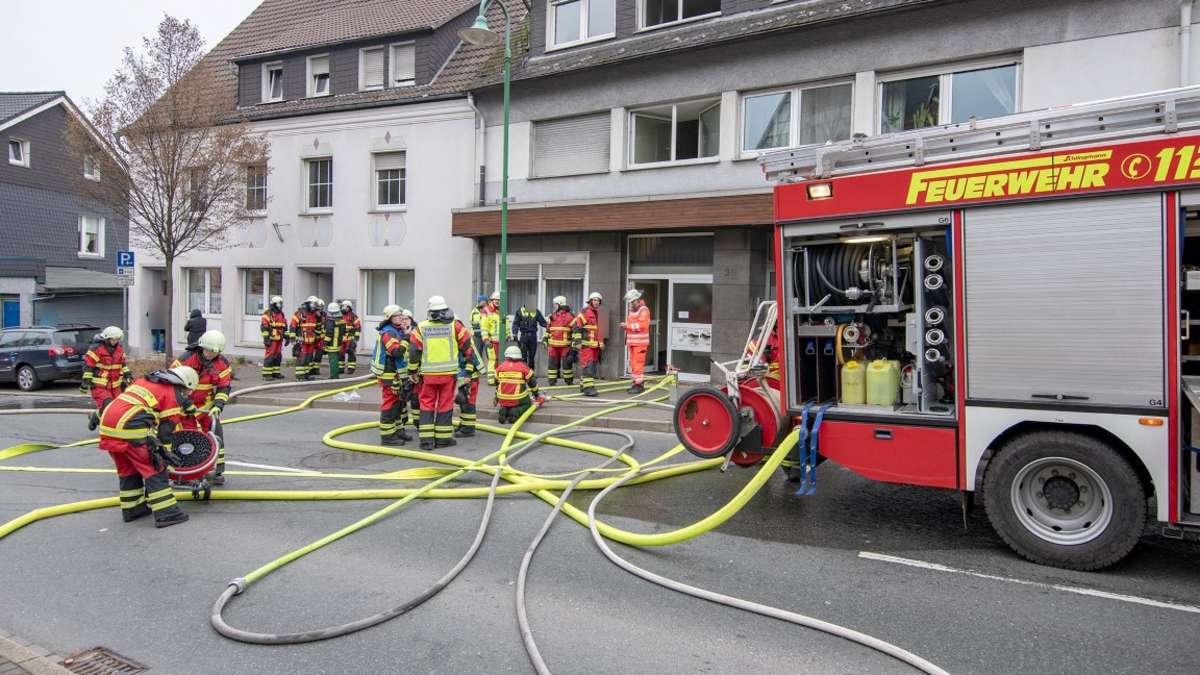 Feuerwehr rückt zu Zimmerbrand an der Kölner Straße aus | Kierspe - come-on.de