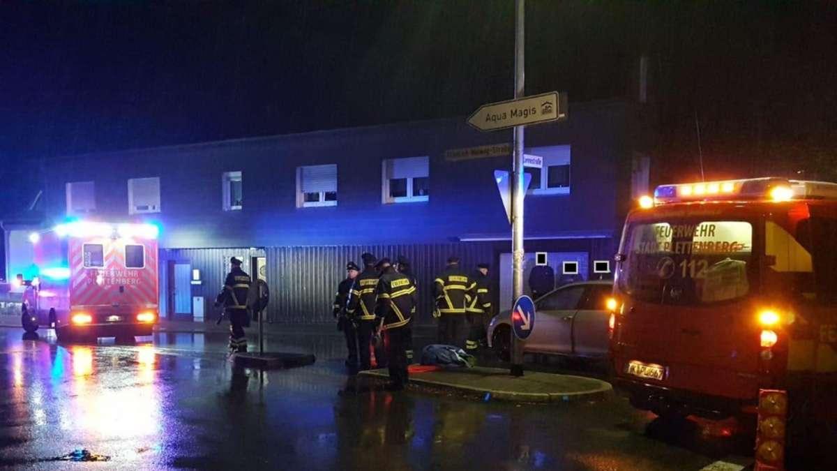 Auto überfährt Fußgänger in Plettenberg: Mann unter Wagen eingeklemt | Plettenberg - Meinerzhagener Zeitung