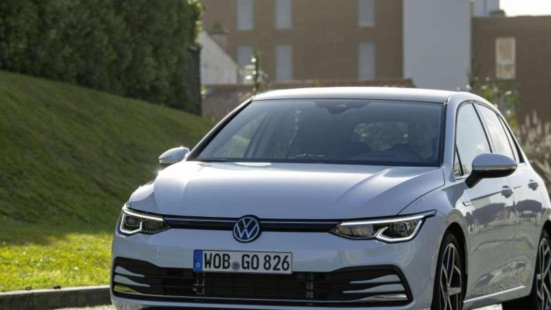 Von außen sieht der Golf 8 aus wie ein typischer Golf. Doch innen hat sich einiges verändert. Foto: Volkswagen AG/dpa-mag